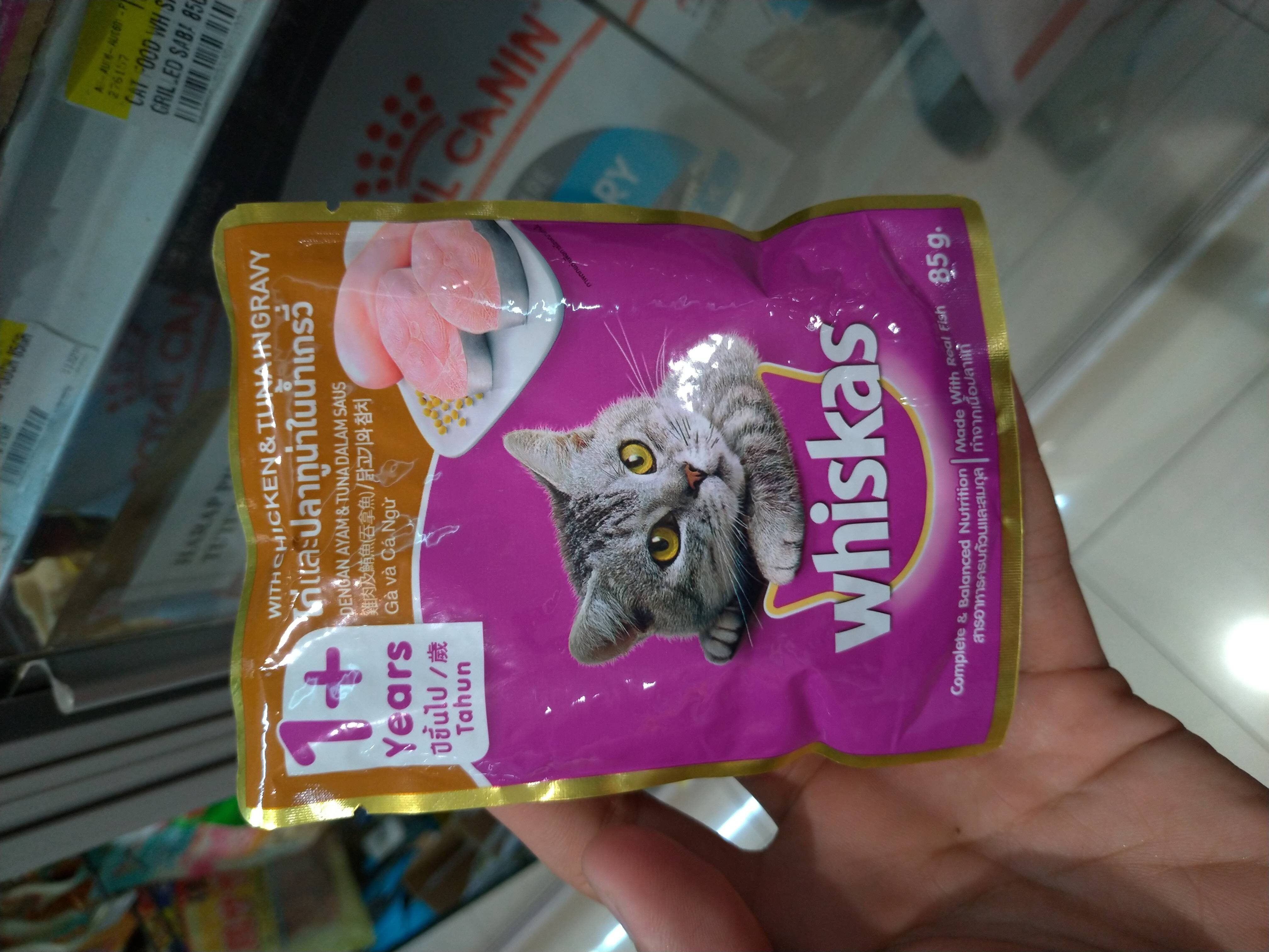 whiskas pouch with chicken and tuna ingravy - Produk - id