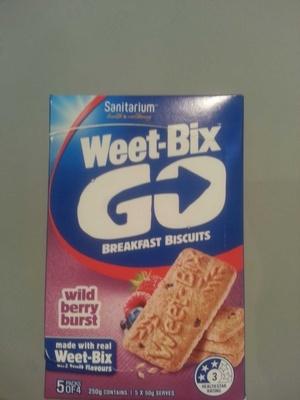 Sanitarium Weet-Bix Go Breakfast biscuits Wild Berry burst - Product