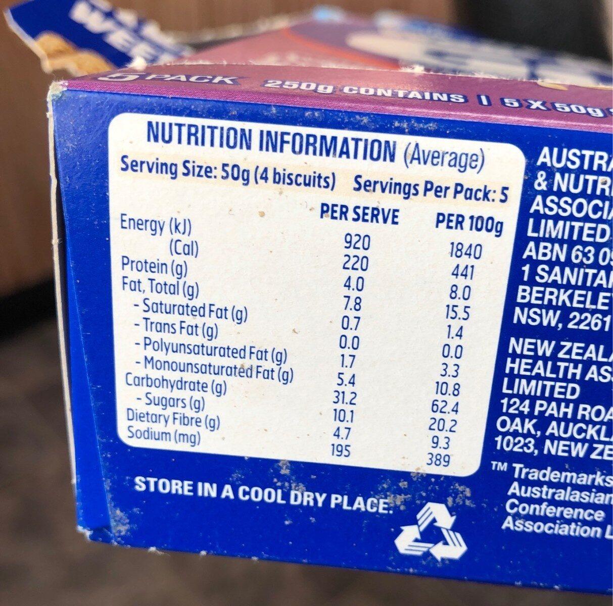 Sanitarium Weet-Bix Go Breakfast biscuits Wild Berry burst - Nutrition facts - en