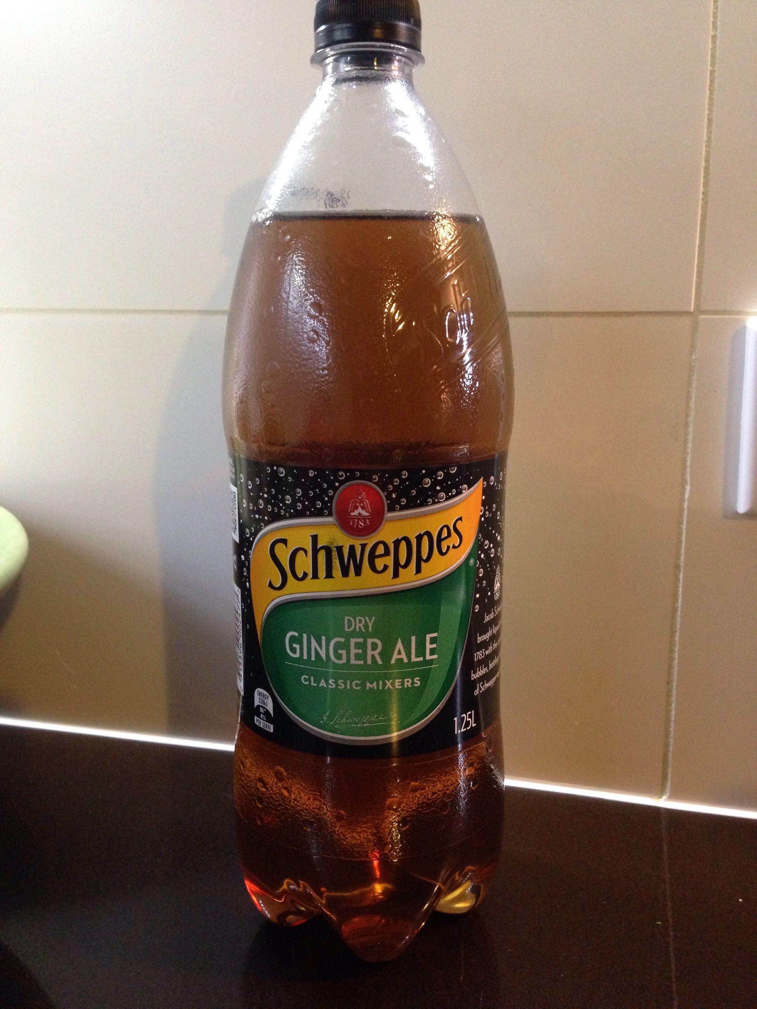 Schweppes Dry Ginger Ale - Product - en