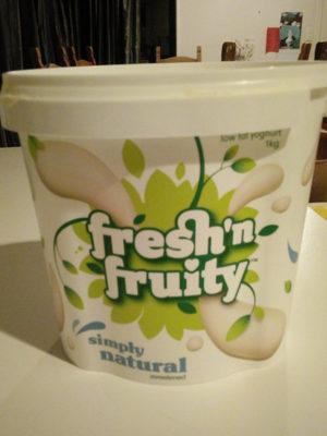 Simply natural sweetened low fat yoghurt - Product - en